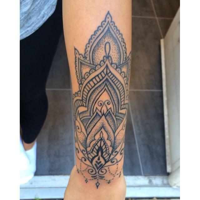 @piroz_tattoo #tattoo#ink#tattoos#tatuering#gadd#stockholm#nicesthlm#lines#dots#blackworkers#backinkonly#mandala