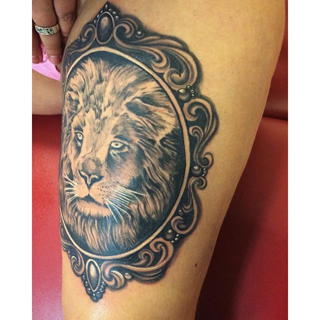 Done! @piroz_tattoo #leg#lion#liontatttoo#lejon#tattoo#ink#tattoos#tatuering#gadd#stockholm#nicesthlm#blackandgray